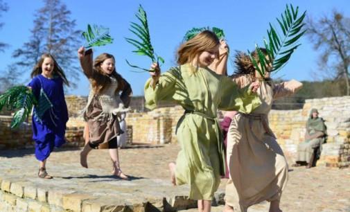 Wielkanocna PODRÓŻ DO JEROZOLIMY. Plenerowe widowisko z fundacją Proem