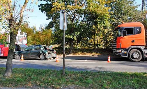 Wypadek na Ujezdzkiej. 23 letni kierowca ciężarówki jechał za szybko