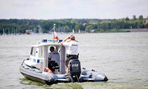 Nie miał siły wrócić na brzeg. Wędkarza uratowali policjanci