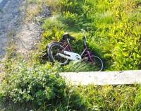 Zaborów. 9 latka wjechała rowerem pod Daewoo