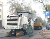 Zrywają nowo położony asfalt. Ulica św. Antoniego do ponownego remontu