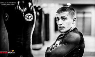 Przemysław Kośnik z tomaszowskiego Barbarian Fight Club na gali MMA w Bełchatowie