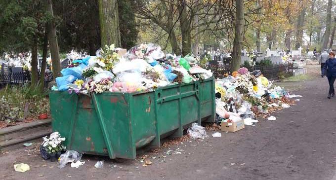 """Zaduma nad """"kupą śmieci"""""""