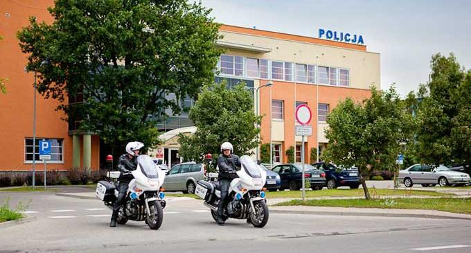 Zmarł 28-letni policjant, który postrzelił się na komendzie w Tomaszowie