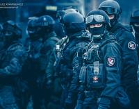 Antyterroryści odbili zakładników na tomaszowskich błoniach!