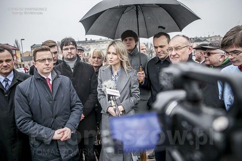 Magdalena Ogorek w Tomaszowie 2 kwietnia 2015_0058-119