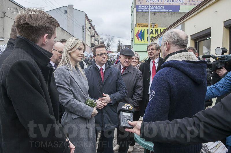 Magdalena Ogorek w Tomaszowie 2 kwietnia 2015_0058-53