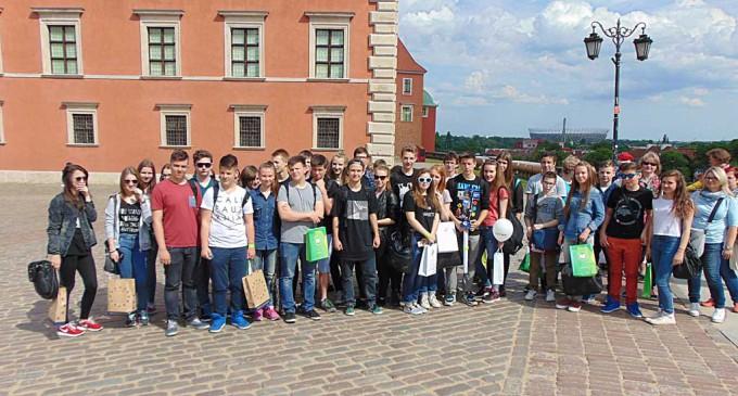 Tomaszowscy gimnazjaliści na Paradzie Schumana