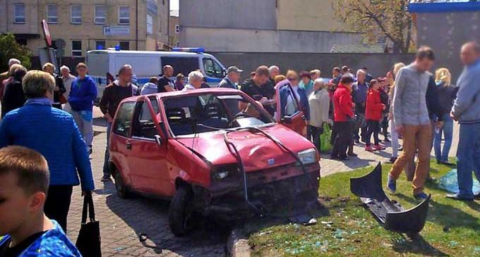 Kierowca cinquecento potrącił 57-letnią kobietę