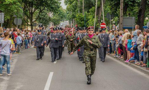 Obchody Święta Wojska Polskiego. Będą utrudnienia w ruchu i zmiany w rozkładzie MZK