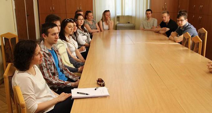 Studenci Filii UŁ poznawali zasady funkcjonowania komunikacji miejskiej w Tomaszowie
