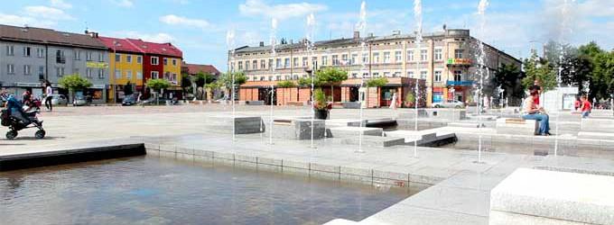 Kąpiel w fontannie grozi chorobą i mandatem (WIDEO)