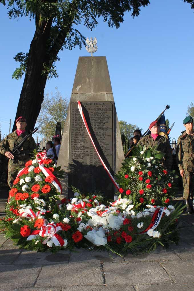 pomnik-wojskowy-tomaszow