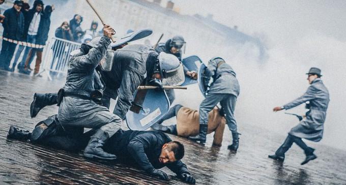 34. rocznica wprowadzenia Stanu Wojennego. Żywa lekcja historii na pl. Kościuszki (ZDJĘCIA)