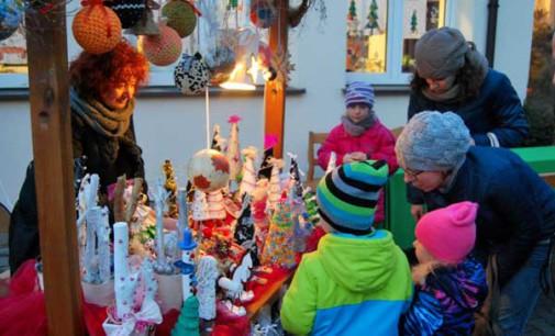 Świąteczny Kiermasz przy eMDEKU