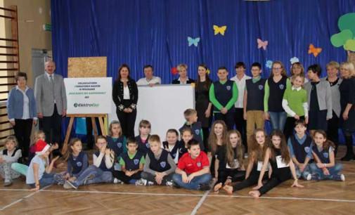 Interaktywna tablica trafiła do Szkoły Podstawowej nr 12 z Tomaszowa Mazowieckiego