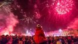 Tłumy tomaszowian na pl. Kościuszki powitały Nowy 2016 Rok (ZDJĘCIA)