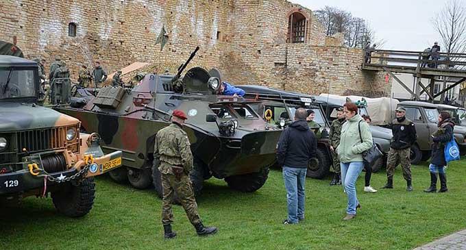 Zlot Grup Paramilitarnych w Inowłodzu (ZDJĘCIA)