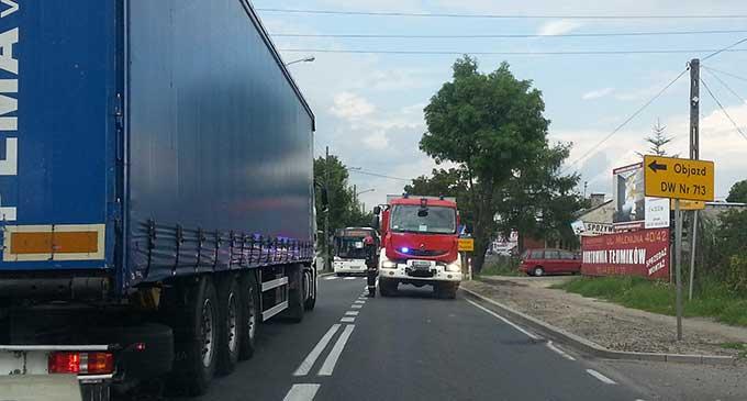Po wypadku Ujezdzka była zablokowana przez kilkadziesiąt minut (foto: Dariusz Kwapisiewicz)