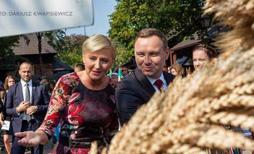Prezydent Andrzej Duda z małżonką na Dożynkach w Spale (ZDJĘCIA)