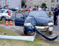 Szaleńczy rajd pijanego kierowcy skradzionym Fordem zakończony na latarni