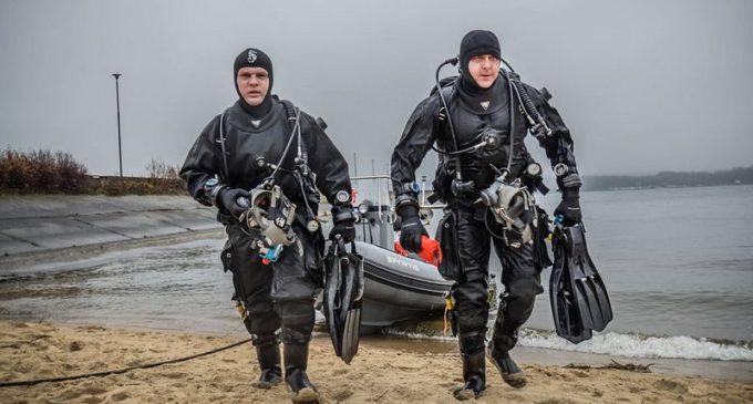Szkolenie nurków 25 Brygady nad Zalewem Sulejowskim