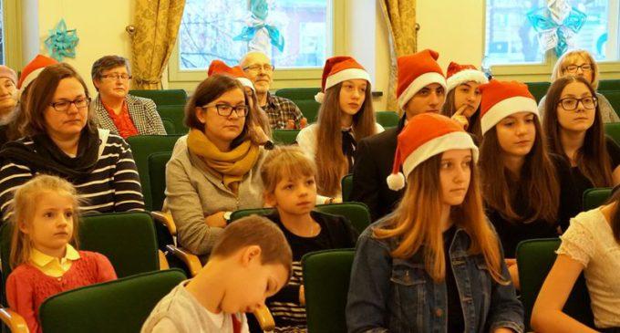 Magia Świąt – tradycje bożonarodzeniowe, kolędy i pastorałki w MBP