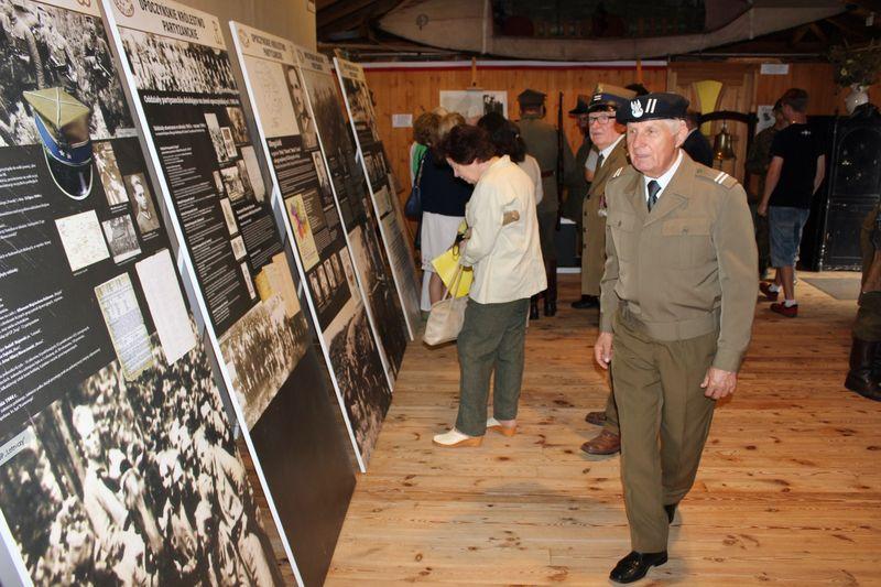 otwarcie-wystawy-historia-25-pp-armii-krajowej