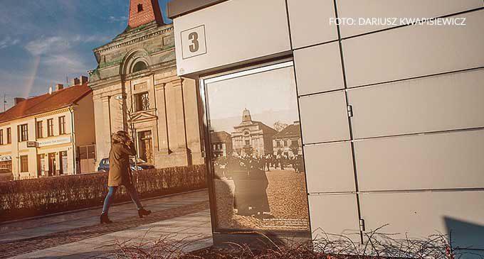 Wielkoformatowe historyczne grafiki na placu Kościuszki