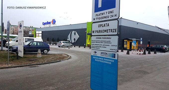 Carrefour przy Jana Pawła II wprowadza opłaty za parking