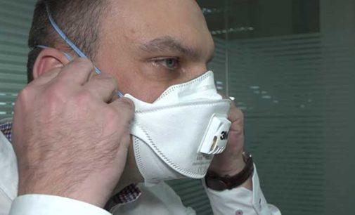 Maski chronią przed smogiem. Jak ich właściwie używać? (WIDEO)