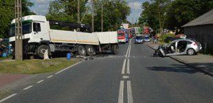 Poważny wypadek w Zaborowie. 85-latek doprowadził do zderzenia z ciężarówką