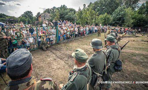 Tłumy na Militarnym Pikniku w Skansenie Rzeki Pilicy (ZDJĘCIA i WIDEO)