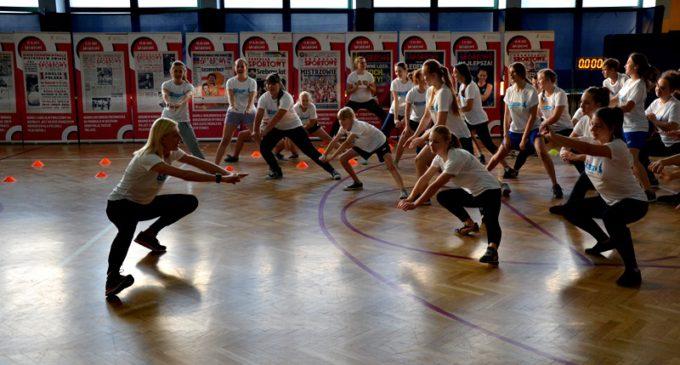 Alternatywne lekcje WF-u w inowłodzkim gimnazjum poprowadziły Pyrek i Frankiewicz