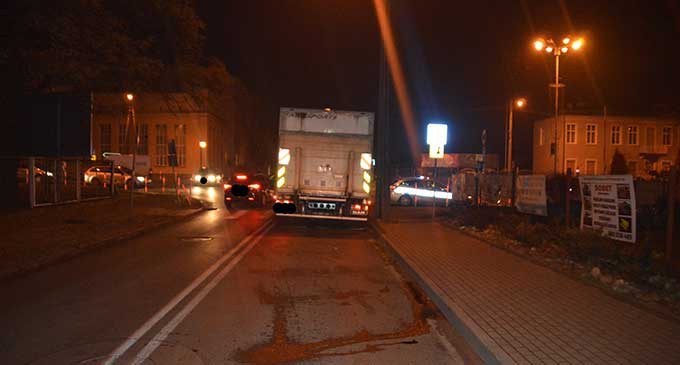 Wypadek na ul. Legionów. Samochód ciężarowy potrącił 16-latkę