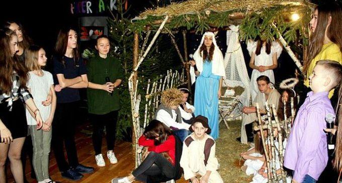 """Przedstawienie wigilijne """"Boże Narodzenie-Mimo Wszystko"""""""