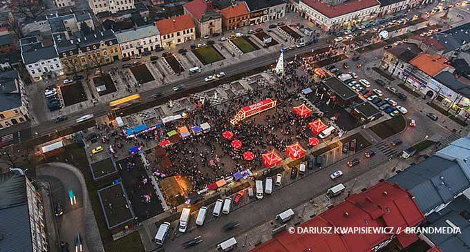 Tysiące tomaszowian na Jarmarku Świątecznym z ciężarówką Coca-Cola