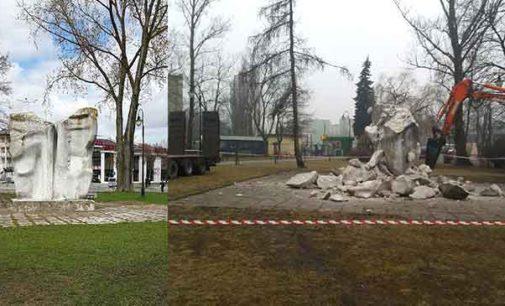 Trwa rozbiórka pomnika przy szpitalu – będzie ekologiczny skwer