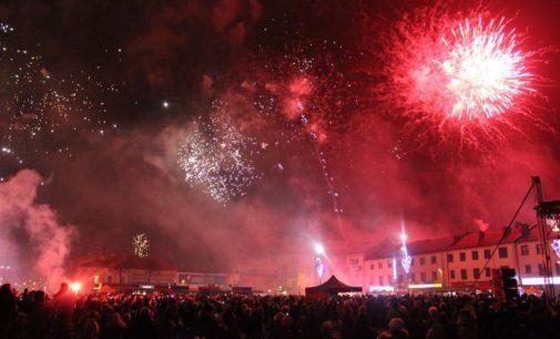 Tomaszowianie powitali nowy rok na pl. Tadeusza Kościuszki