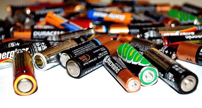 Jak zabezpieczyć baterie przed oddaniem ich do recyklingu?