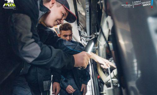 Od września uczniowie samochodówki praktykują w zajezdni MZK.