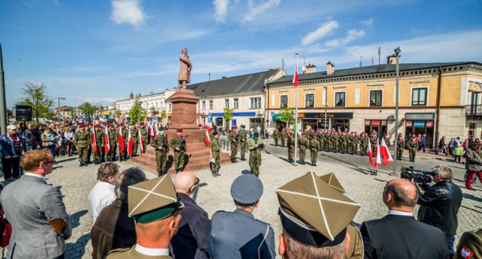 Symboliczne obchody świąt majowych w Tomaszowie Mazowieckim