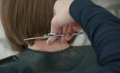 Rzecznik rządu: w następnym etapie otwarcie salonów fryzjerskich, połowa maja to realny termin