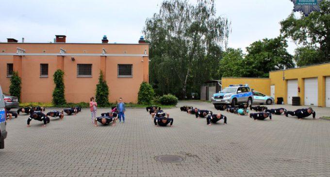 #gaszynchallenge – Zadanie wykonali policjanci z Tomaszowa Mazowieckiego (Foto i wideo)