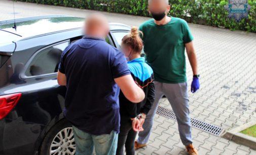 18- latka zaatakowała nożem przypadkową kobietę w sklepie w Tomaszowie Mazowieckim