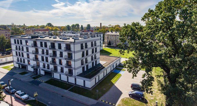 10 rodzin odebrało klucze do nowych mieszkań przy ul. Borek w Tomaszowie