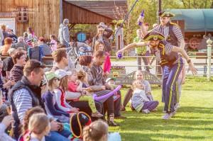 Piknik rodzinny w skansenie koncert szantowy-154