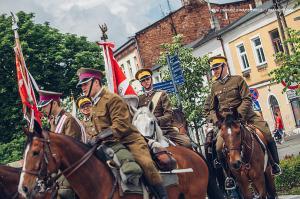 Swieto 25 brygady Antoni Macierewicz 128