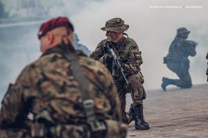 Swieto 25 brygady Antoni Macierewicz 724