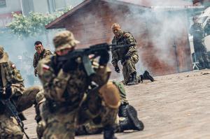 Swieto 25 brygady Antoni Macierewicz 886